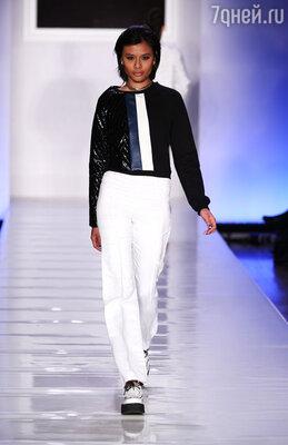 Белые брюки от Луи Сакани и Самии Гранд-Пьер