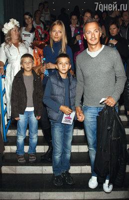 Степан Михалков с женой Лизой и сыновьями Василием и Петром