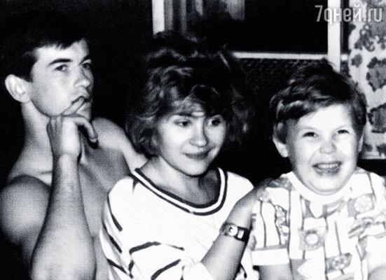 С Таней и ее сыном Артемом. Я относился к нему как к родному
