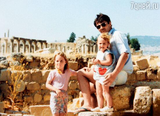 Майкл Фрэнсис Миддлтон с дочерьми Кэтрин (Кейт) и Филиппой (Пиппой). 1986 г.