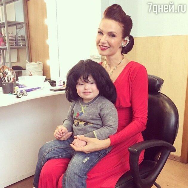 Эвелина Блёданс с сыном Семеном