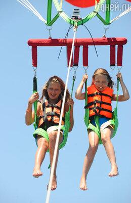 Катя с подружкой полетала на параплане за катером, что стало для нее одним из самых запоминающихся моментов отдыха