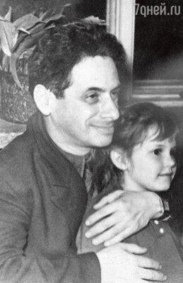 С папой Семеном Абрамовичем. 1960 г.
