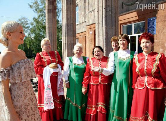 Корикову посвящают в кубанские казачки. Хутор Железный Краснодарского края