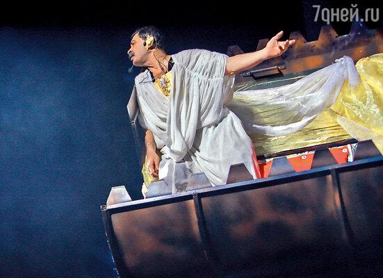 В своем мюзикле «Пророк» Илья сыграл роль Короля свалки