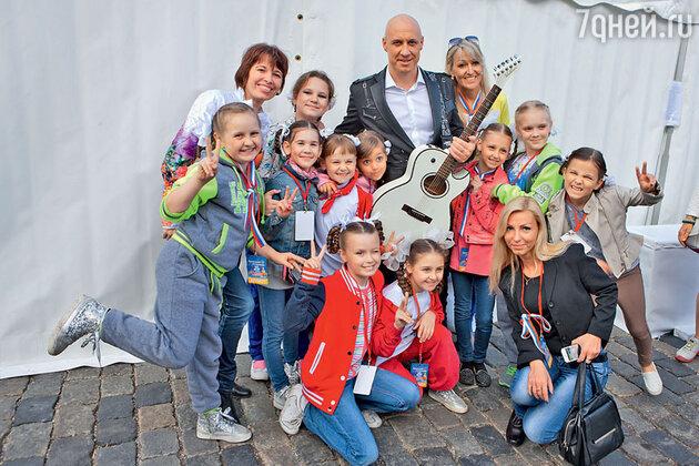 Денис Майданов с юными артистами