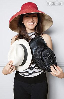 Каждая из этих шляпок в свое время что-то для меня значила, украшала самые разные моменты. Сейчас большинство уже «отжили» свое, и вряд ли я снова когда-нибудь их надену...