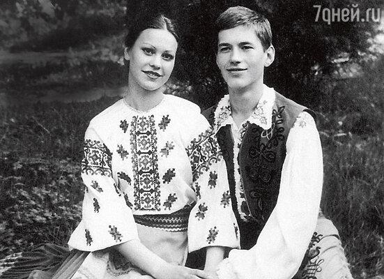 «С Женей мы познакомились, когда мне было еще 13 лет. Он был женат, но пообещал мне, что разведется. И не обманул...»
