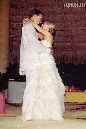 В 2002 году Сара Мишель Геллар вышла замуж за Фредди Принца-младшего в платье-бюстье от Vera Wang