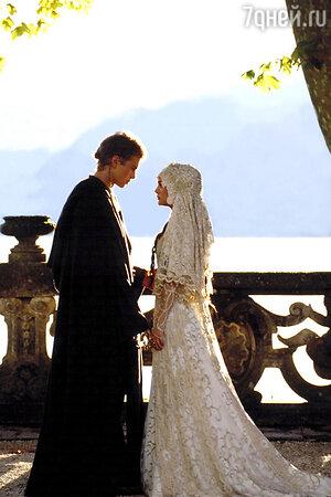 Натали Портман в кружевном платье от Trisha Biggar в фильме «Звездные войны. Эпизод 3» свадьба