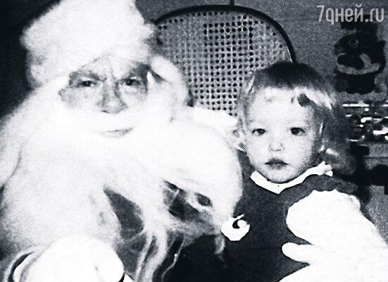 Девочка была прехорошенькой. Этакая Дюймовочка с золотыми волосами. (Аманда с Санта-Клаусом)