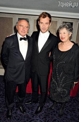 С родителями Питером и Маргарет. Лондон, 2010 г.
