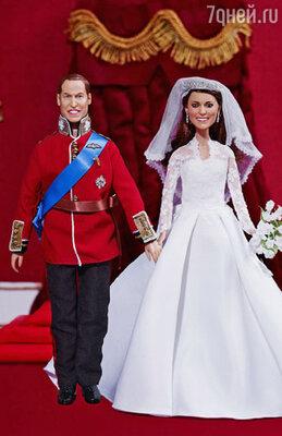 Хотя дизайнеры кукол тщательно проработали все детали и даже согласовали эскизы с королевской канцелярией, куклы получились на редкость уродливыми