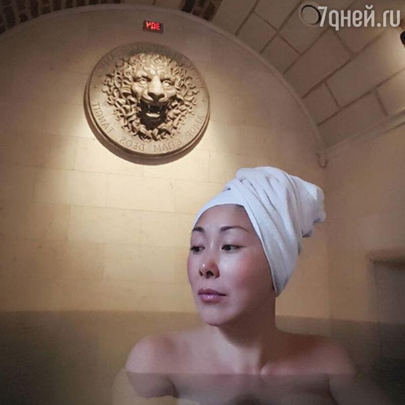 Анита Цой показала снимок без макияжа