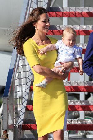 Принц Джордж на руках у матери Кейт Миддлтон