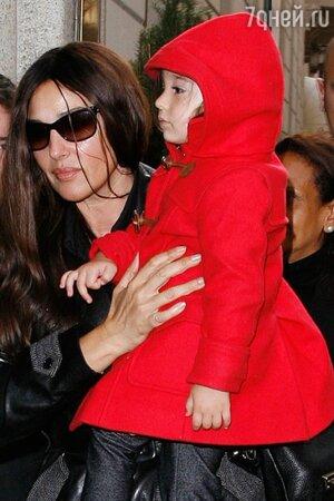 Моника Беллуччи с дочкой