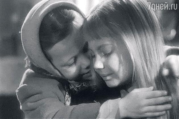 Лариса Луппиан в фильме «Ты не сирота» Лариса снималась третьеклассницей. 1962 г.