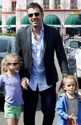 Бен Аффлек с дочерьми