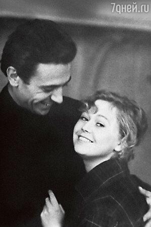 Светлана Немоляева с Александром Лазаревым накануне свадьбы. Март 1960 г.