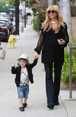 Рэйчел Зоуи с сыном Скайлером