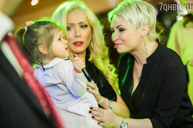 Катя Лель с супругой Авраам Руссо Моореллой и его дочерью Авемарией