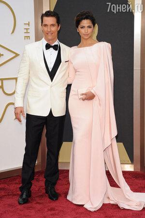 Мэттью Макконохи с женой Камилой Алвес на церемонии «Оскар-2014»
