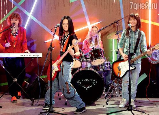 Наталья Мильниченко, ЛераКозлова иАняРуднева всериале «Ранетки». 2009г.