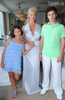 Екатерина Одинцова с детьми