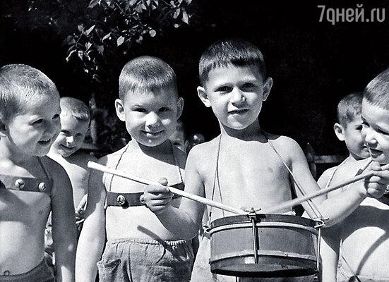 Свою первую роль в театре Игорь Кваша сыграл еще в детском саду