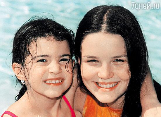 Пятнадцатилетняя Маруся умерла через 18 дней после трагедии. Десятилетней Соне повезло. Она выжила. Сестры Владимира