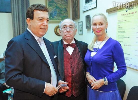Иосиф и Нелли Кобзон с художественным руководителем театра Александром Левенбуком