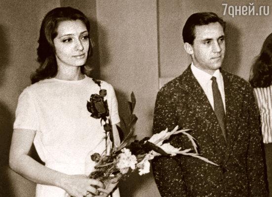 Фото сделано в ЗАГСе во время бракосочетания брата с его второй женой Люсей