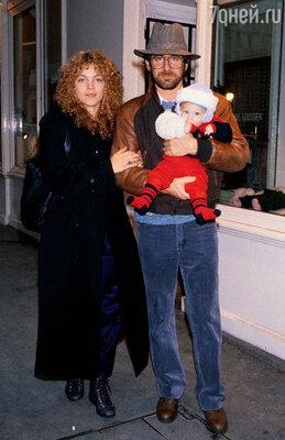 Стивен Спилберг с первой женой Эми исыном Максом