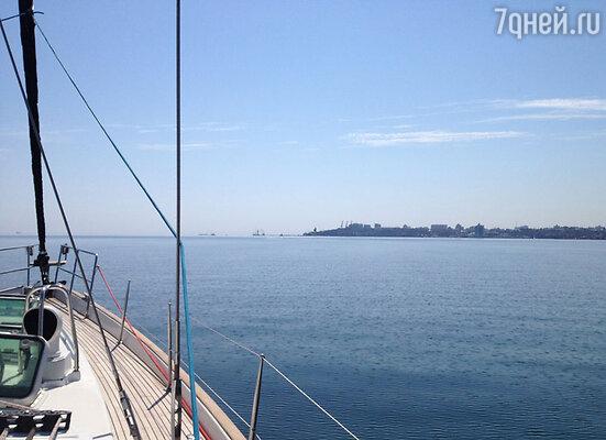 Осмотреть местные достопримечательности и даже искупаться в Черном море