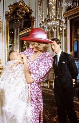 Принц Уильям, облаченный в фамильную крестильную рубашку, безутешно проплакал все25минут церемонии