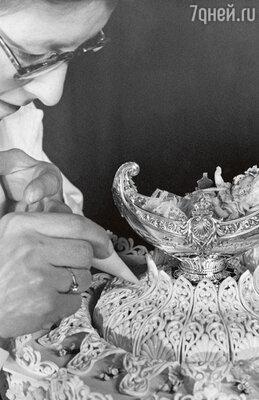 Крестильный торт отца Уильяма — Чарльза был неслишком сладким по причине вынужденной экономии, ноочень красивым