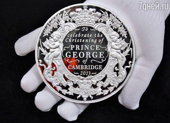 По случаю грядущих крестин принца Джорджа были выпущены памятные коллекционные монеты