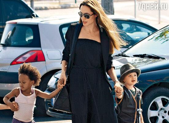 Анджелина с дочерью Шилох Нувель
