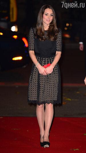 Кейт Миддлтон (Kate Middleton)  в коктейльном платье от Temperely London