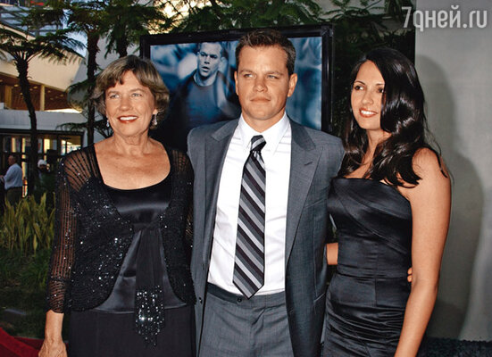 На премьере фильма «Ультиматум Борна» с матерью Нэнси и женой. 2007 г.
