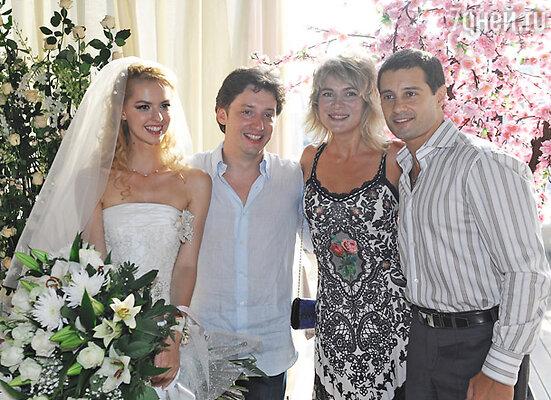 Михаил Вайнберг, Лянка Грыу и Антон Макарский с супругой