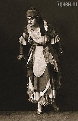 Августа Миклашевская быстро стала звездой театра Таирова. В роли принцессы Брамбиллы