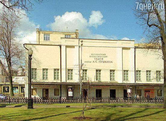 В этом здании работал театр Таирова. Здесь Сергей Есенин восхищался игрой Гути Миклашевской в «Принцессе Брамбилле»