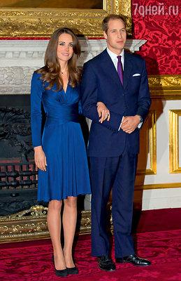 Знаменитые синие платья, в одном из которых Кейт появилась на помолвке, были распроданы влондонском бутике засутки