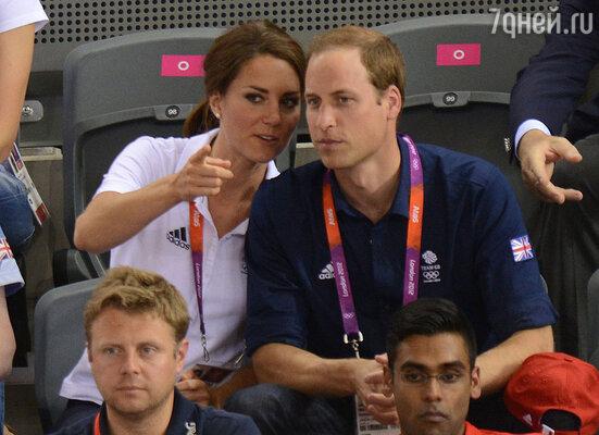 Кейт даже на трибунах стадиона выглядит стильно