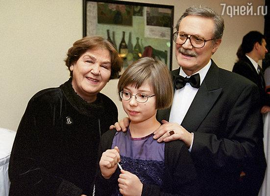Юрий Соломин с женой Ольгой Николаевной и внучкой