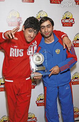 Аслан Бижоев и Миша Башкатов в шоу «Даешь молодежь!»