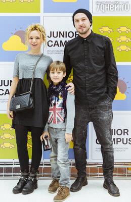 Маша Цигаль и Никита Нагибин с сыном Арсением