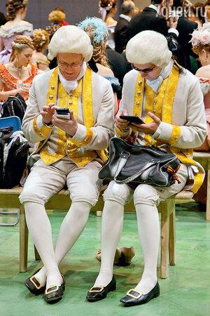 Каждому из двухсот участников массовки сшили костюмы в точном соответствии с исторической эпохой