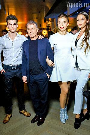Семья Газмановых на показе новой коллекции вместе с дизайнером ALLA COUTURE Аллой Кравченко
